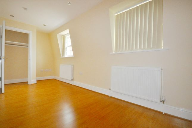 3 bed town house to rent in Harrow Road, London