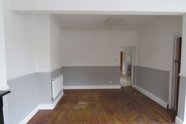 Thumbnail Flat to rent in Holmesdale Street, Grangetown, Cardiff