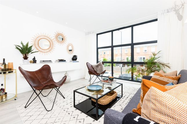 Thumbnail Detached house for sale in Crossway, Dalston, London