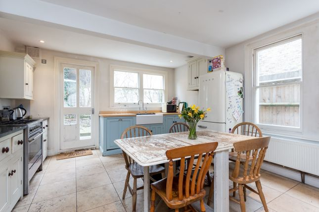 Thumbnail Terraced house to rent in Brading Road, Brixton