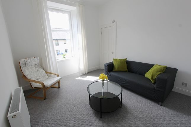Thumbnail Flat to rent in Albert Street, Leith