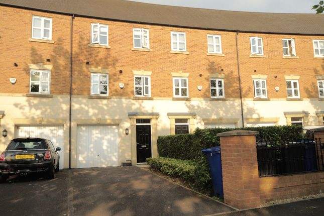 3 bed town house to rent in Powder Mill Road, Latchford