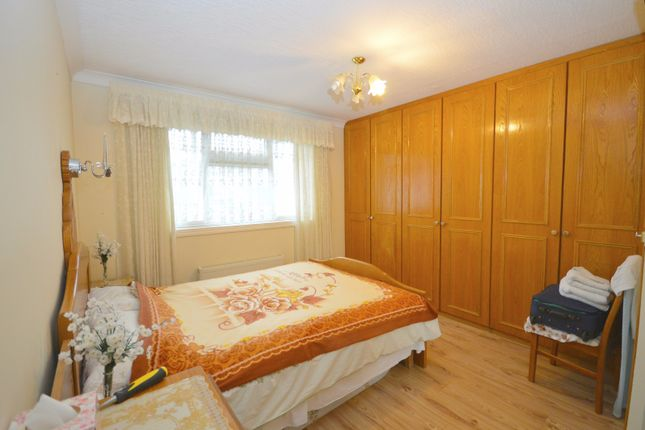 3 bed terraced house to rent in Burrow Road, Chigwell