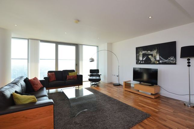 Thumbnail Flat to rent in The Landmark, Canary Wharf