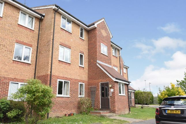 1 bed flat for sale in Express Drive, Ilford IG3