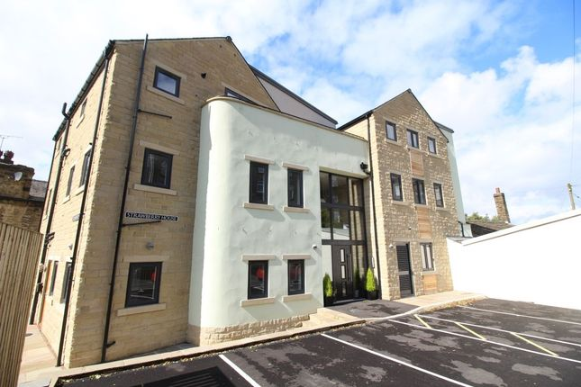 2 bed flat for sale in Oak Street, Haworth, Keighley