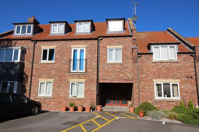 2 bed flat to rent in Corporation Road, Beverley