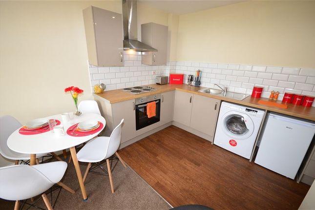 Thumbnail Flat to rent in Headlands Road, Pontefract