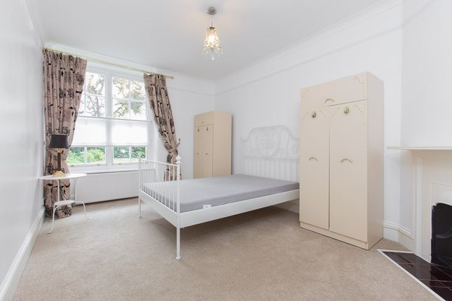 2 bed flat to rent in Grove End Road, London