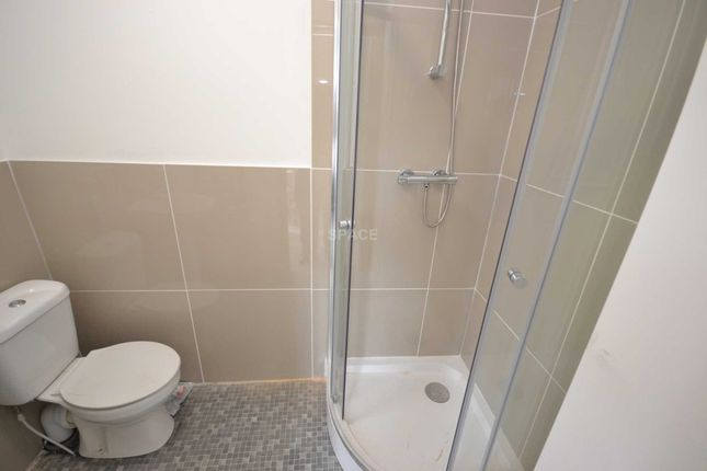 5 bed terraced house to rent in Norfolk Road, Reading, Berkshire