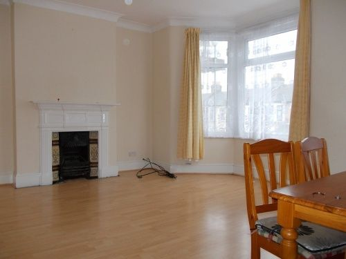 Thumbnail Flat to rent in Empress Avenue, Ilford