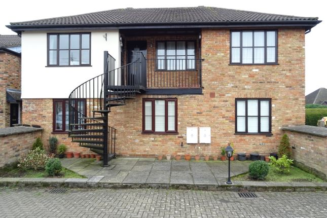 1 bed flat for sale in Berrys Court, Byfleet