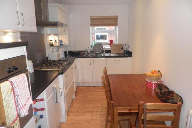 Thumbnail Flat to rent in Carisbrooke Road, Leeds