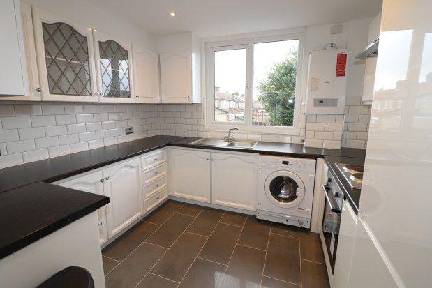 Thumbnail Maisonette to rent in Upminster Road South, Rainham