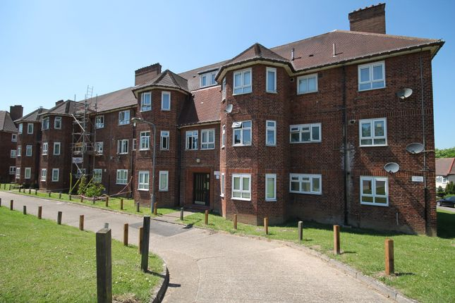 Thumbnail Flat for sale in Woodbridge Court, Vicarage Road, Woodford
