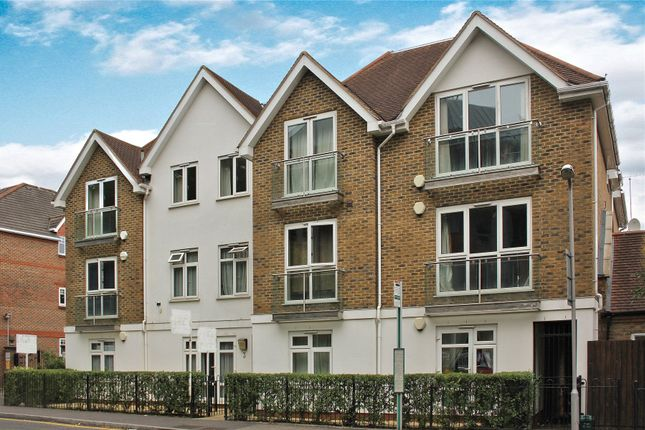 1 bed flat for sale in Woking, Surrey
