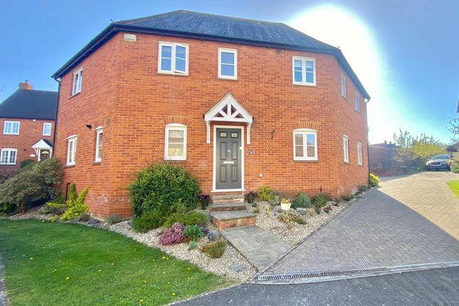 Thumbnail Detached house for sale in Hawthorn Avenue, Gillingham