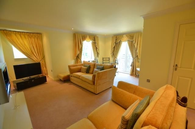 Flat to rent in Royal Court, Hume Way, Ruislip