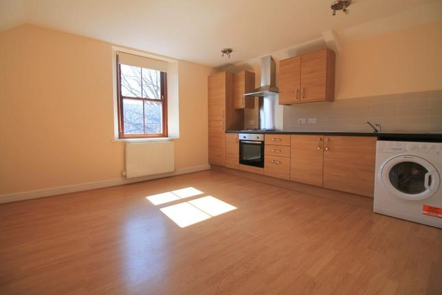 2 bed flat to rent in The Walk, Roath, Cardiff