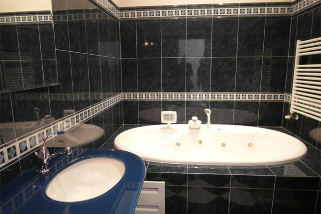 Bathroom of Ground Floor Apartment, Anghiari, Arezzo, Tuscany, Italy