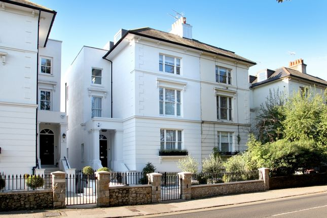 Thumbnail Town house to rent in Clarence Road, Windsor