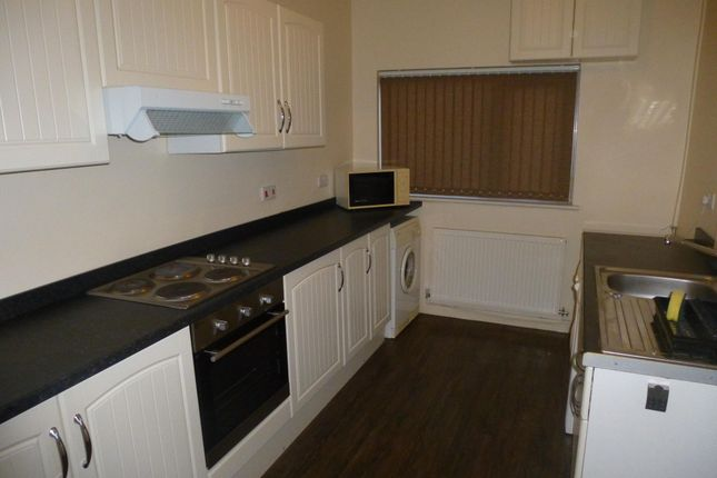 Thumbnail Semi-detached house to rent in Queen Street, Thorne, Doncaster