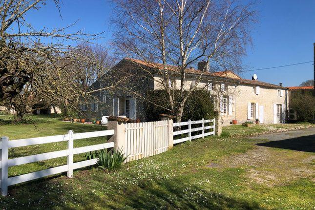 Thumbnail Villa for sale in L'éguille, Charente-Maritime, Nouvelle-Aquitaine