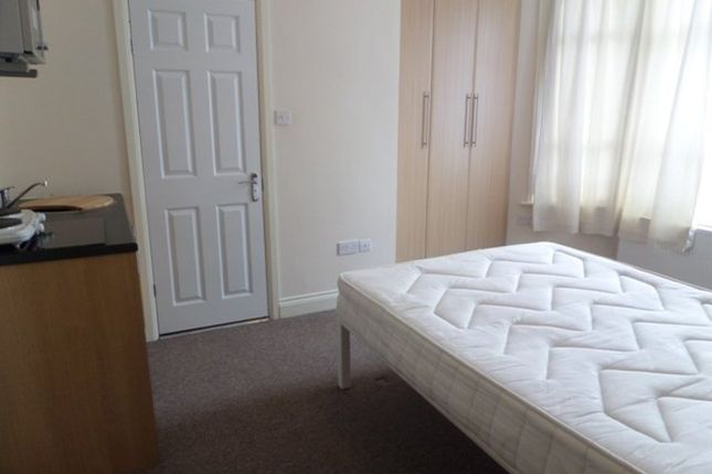 Studio to rent in Otterfield Road, West Drayton