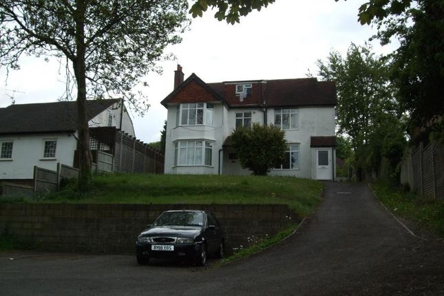 2 bed flat to rent in Coningsby Road, High Wycombe
