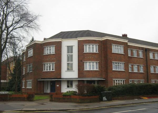 Thumbnail Flat to rent in London Road, Redhill