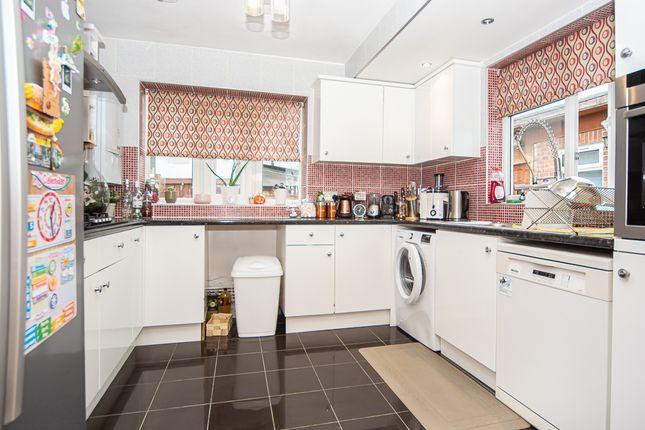 4 bed end terrace house to rent in Harrow Avenue, Enfield EN1