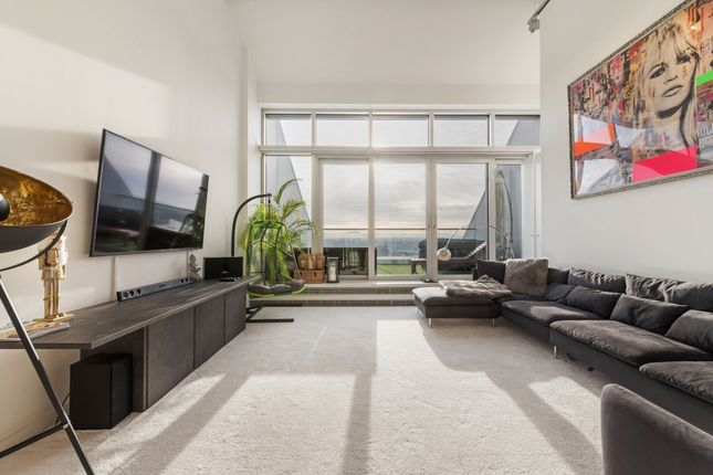 Lounge of Ontario Tower, Fairmont Avenue, Canary Wharf E14