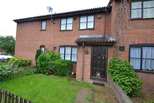 1 bed terraced house to rent in Bishops Drive, Feltham