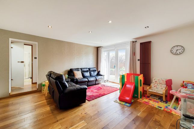 5 bed end terrace house for sale in Allingham Close, London W7