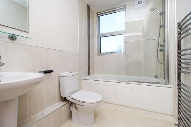 Bathroom of Hampton Court Road, East Molesey KT8