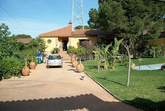 2.Entrance And Garden