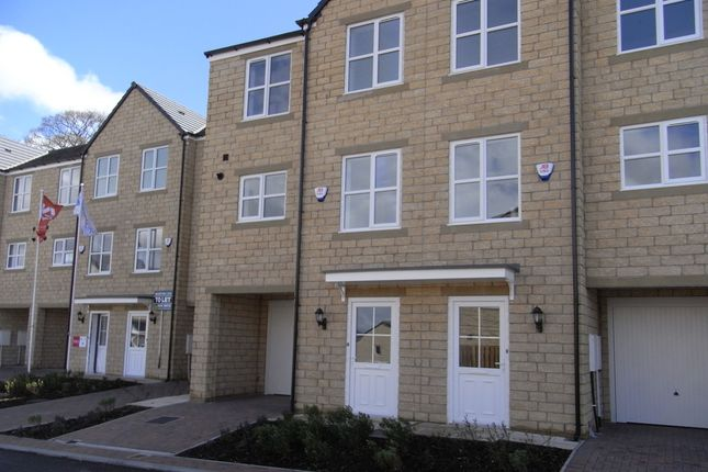 Thumbnail Town house to rent in Hawthorn Close, Keighley