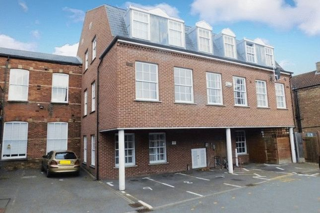 2 bed flat for sale in The Crescent, Bedford