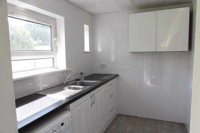 New Kitchen of Phoenix Place, Elderslie, Johnstone PA5