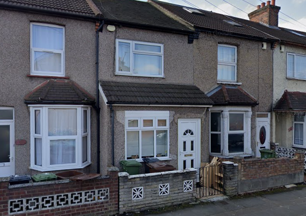 Thumbnail Terraced house to rent in Gordon Road, Barking