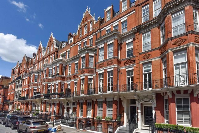 3 bed flat for sale in Green Street, London