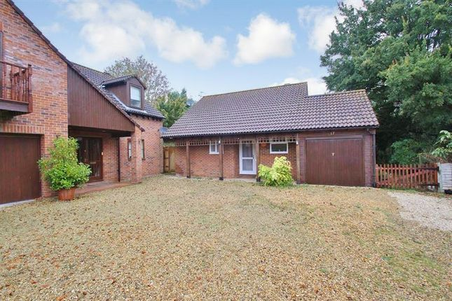 Thumbnail Bungalow for sale in East Way, Drayton, Abingdon