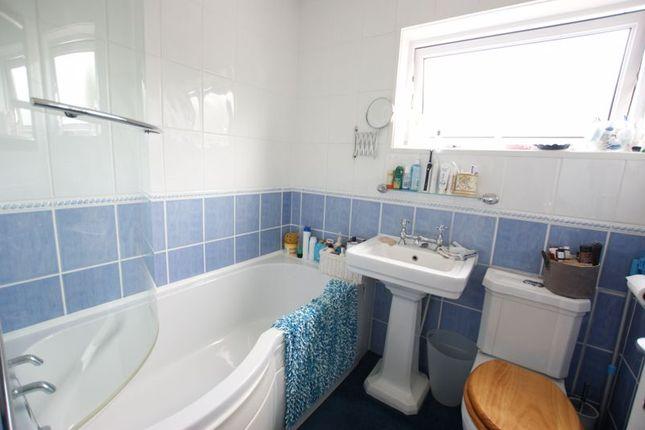 Bathroom of Heath Lawns, Catisfield, Fareham PO15