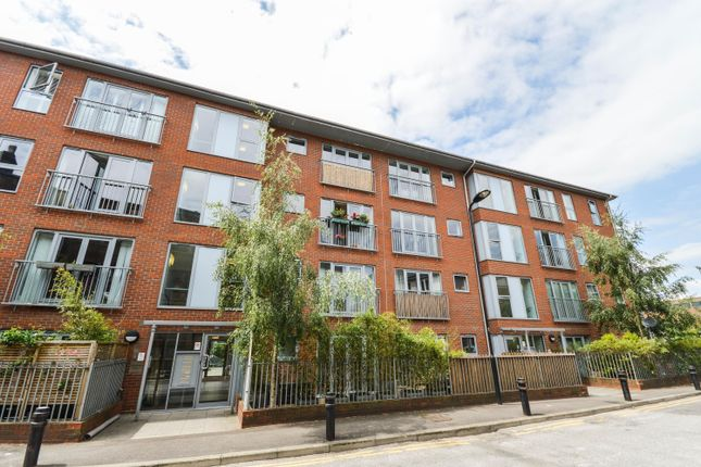 Thumbnail Flat to rent in Church Walk, London