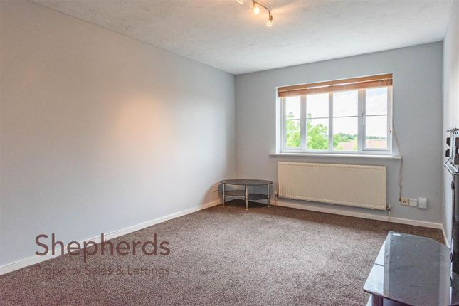 Thumbnail Flat to rent in Village Close, Hoddesdon