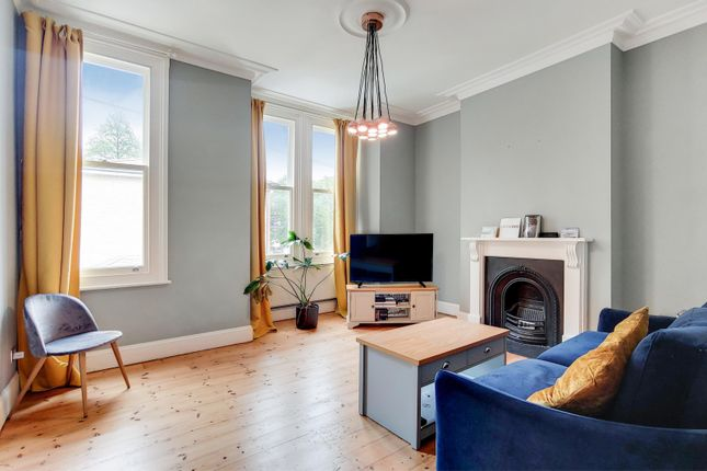 3 bed property to rent in St Alphonsus Road, Clapham SW4