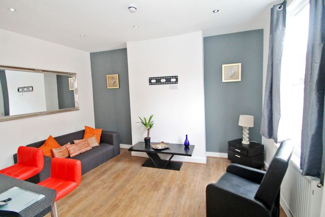 Thumbnail End terrace house to rent in All Bills Included, Kings Avenue, Hyde Park