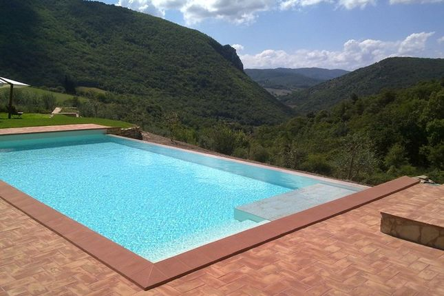 3 bed farmhouse for sale in Antognolla, 06133 Perugia Pg, Italy
