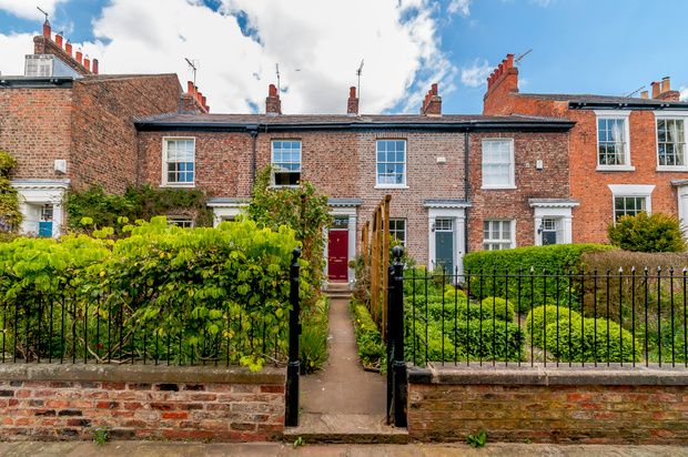 Thumbnail Terraced house for sale in Mount Parade, York