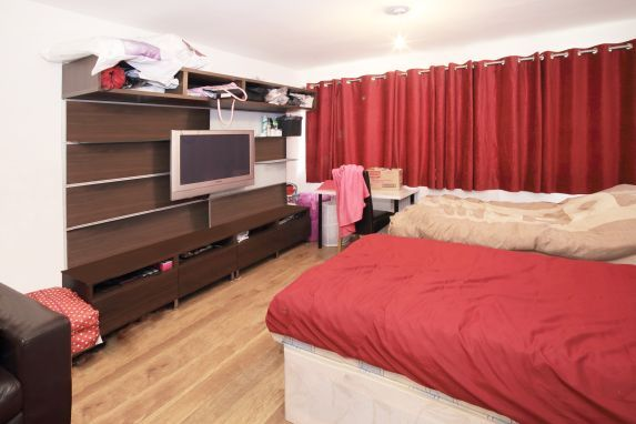 Thumbnail Room to rent in Russia Lane, Bethnal Green